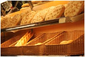 In een bakkerij koop je brood.